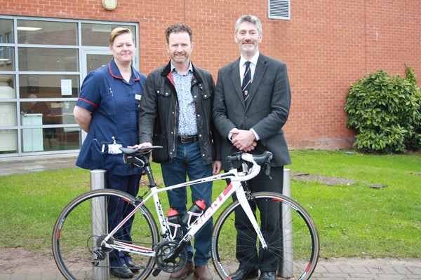 First patient to return home within 24 hours after Minimally Invasive SuperPath hip replacement at Hereford County Hospital